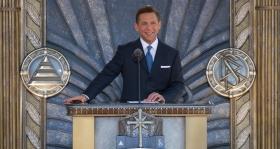 2010年4月24日、サイエントロジー宗教の教会指導者で、リリジャス・テクノロジー・センター会長のデビッド・ミスキャベッジ氏は、市や州の政府高官、6000人のサイエントロジストや来賓を迎え、サイエントロジー教会ロサンゼルスの落成式を執り行いました。