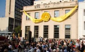 市と政府の高官たちが1000人の聴衆に向かってスピーチし、ヨハネスブルクのブラームフォンテン地区にオープンした、新しいサイエントロジーの人生向上センターへの祝辞を述べました。