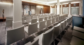 チャペルは日曜サービスや結婚式、命名式といった教会員やゲストの集会に利用されます。