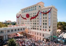 リジャス・テクノロジー・センター会長デビッド・ミスキャベッジ氏はこの日、「クリアウォーターの宝石」の新たな時代の幕開けを告げる挨拶とリボンカットを行い、サイエントロジーにまた新たな歴史を刻みました。