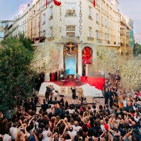 マドリードの「学問の地」でのリボンカットは、スペインにおける宗教の自由の新時代を示すものでした。宗教、法律、人権といったさまざまな分野の著名人が、口を揃えて「サイエントロジーはこの国の希望である」と明言したのです。